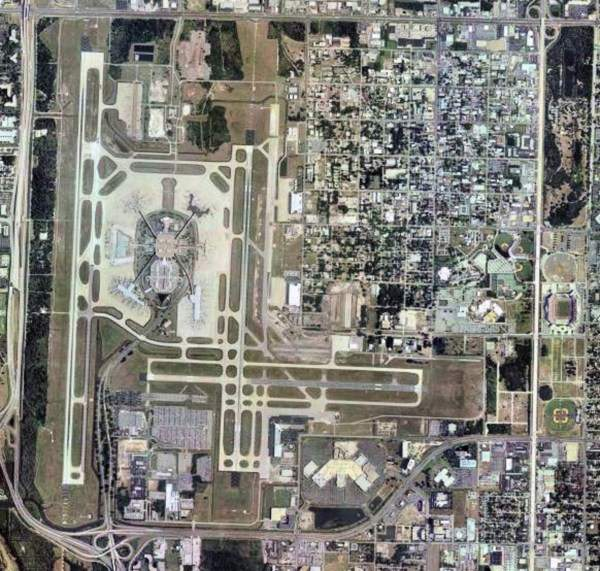 Tampa International Airport is one of the busiest airports in the US. It is located 11km west of Tampa in Florida. Image courtesy of USGS.