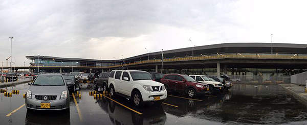 The new international terminal at El Dorado international airport handles about 15 million passengers per annum. Image courtesy of Mr tobi.