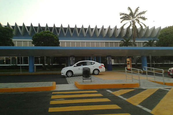 The existing passenger terminal at Acapulco Airport (ACA) will be demolished upon opening of the new terminal proposed. Image courtesy of Microstar.
