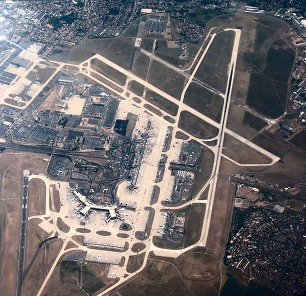 Arial view of Paris-Orly Airport. Image courtesy of David Monniaux.