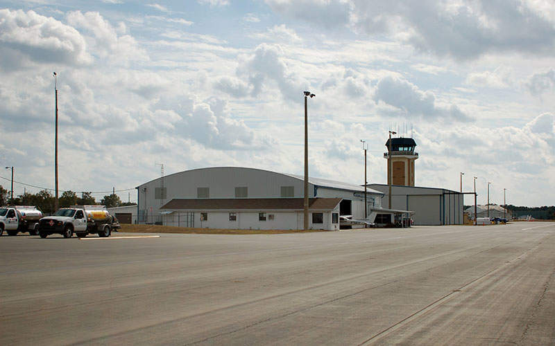 Ocala airport features a single terminal building. Image courtesy of Scotch-Canadian.