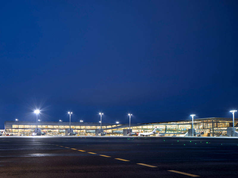 The expanded Oslo airport was opened to public in April 2017. Image courtesy of NORDIC Office of Architecture/Ivan Brodery.