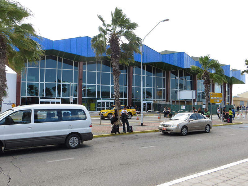 Queen Beatrix airport is located in the city of Oranjestad in Aruba. Image courtesy of Sunnya343.
