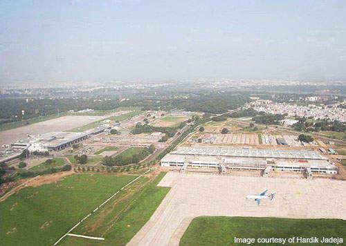 Construction of the new Sardar International airport terminal. Credit: Hardik Jadeja.