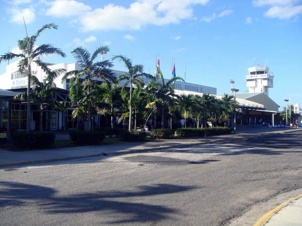 Arrival area of the Daniel Oduber Quiros International Airport, also called Liberia airport. Image courtesy of Kansas Sebastian.