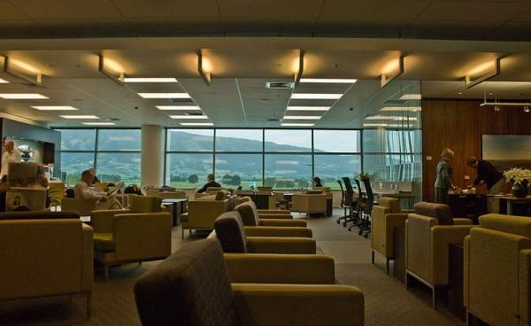 Level two of the Dunedin International Airport terminal features conference rooms and the Koru lounge. Image courtesy of Phillip Capper.