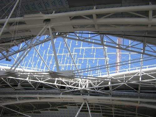Five innovative skylights that use the Macalloy 460 tendon support system were installed in the roof of Oporto Airport.