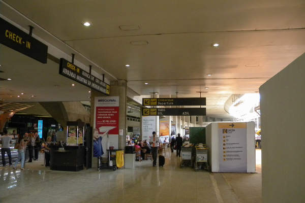 Confins Airport features 42 check-in counters, serving five national and three international airlines. Image courtesy of Timon91.