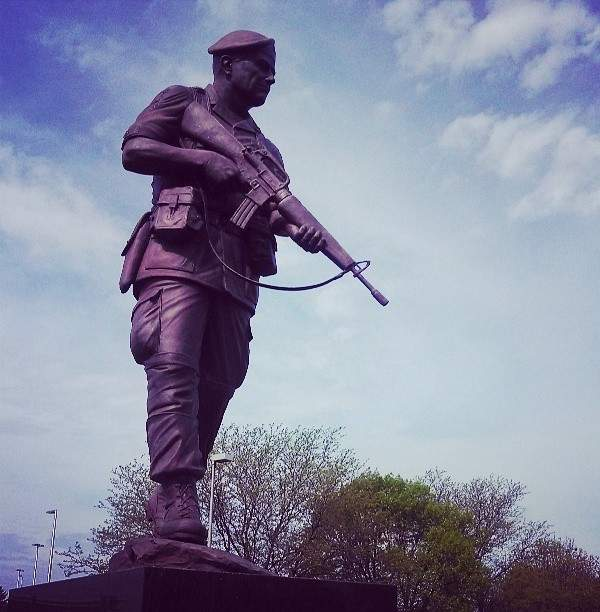 The airport is named after General Wayne A Downing, whose memorial welcomes the tourists by standing outside Peoria International Airport.  Image courtesy of Mike Oliveri.