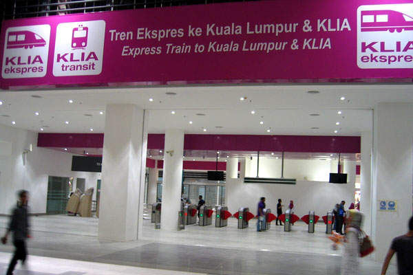 Express Rail's high-speed train connects the new terminal to KLIA. Image courtesy of Walkingkamus.