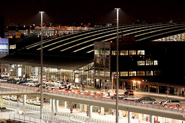 The Terminal 1 has seven floors and a floor area of 59,357m². Image courtesy of Joerg Moellenkamp.
