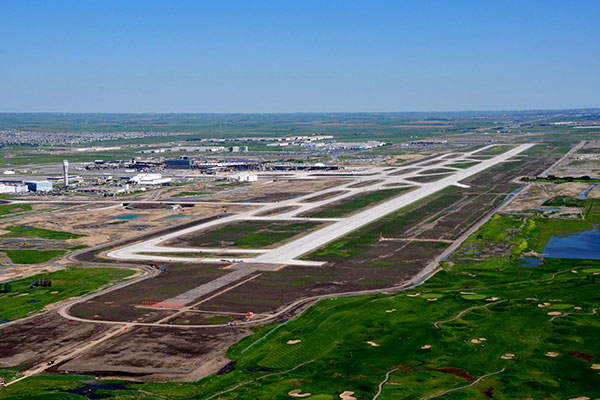 A new 14,000ft-long parallel runway, the longest in Canada, was built as part of the runway development project. Image: courtesy of Calgary Airport Authority.