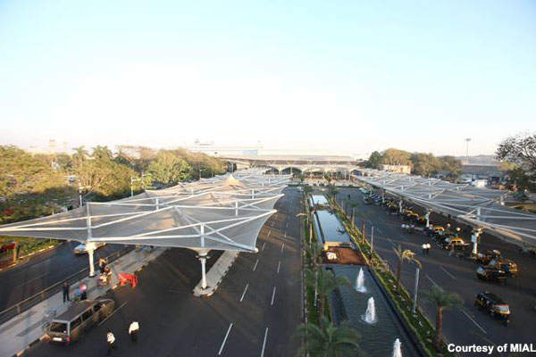 The drop-off and pick-up areas at Chhatrapati Shivaji International Airport.