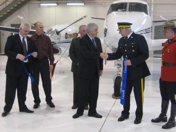 A new hangar was opened at the airport in November 2006. Image courtesy of Transport Canada.