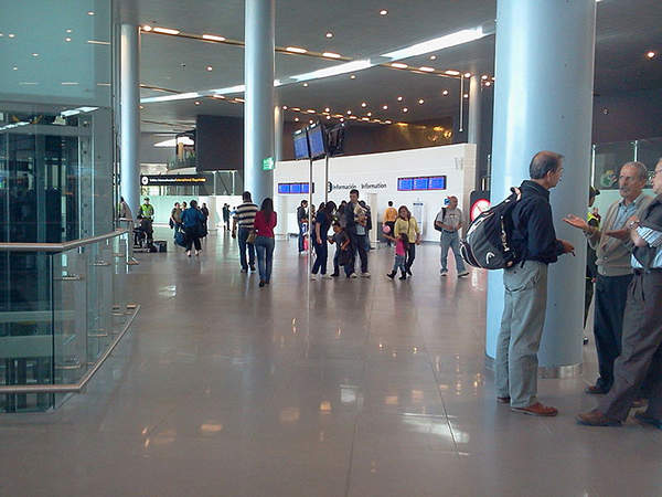The new international terminal is spacious and offers enhanced passenger facilities. Image courtesy of Mr tobi.