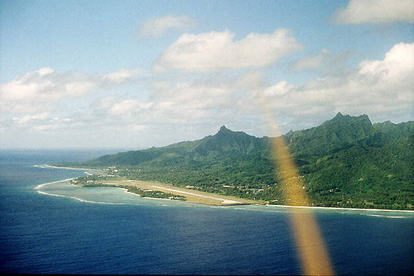 The airport is located on the coast of Rarotonga. Image courtesy of Neville 10.