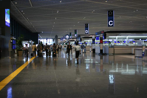 The departure floor in the south wing of Terminal 1, Narita Airport.
