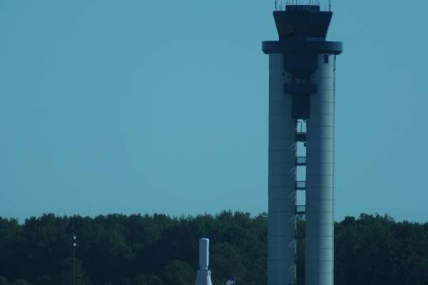 The air traffic control tower in the Fort Wayne International Airport. Image courtesy of Samuraijohnny.