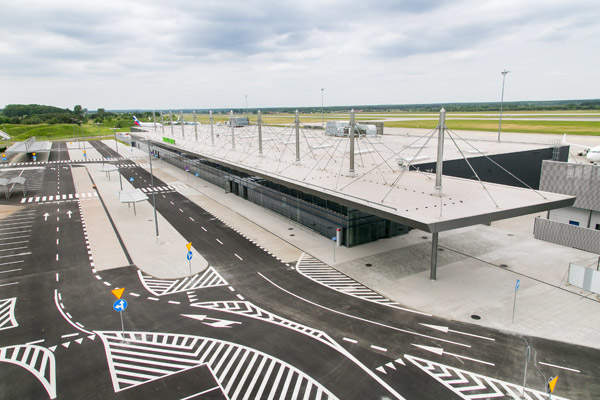The roof of the new terminal is supported by a steel structure designed with sections of steel pipes.  Image courtesy of Skanska.