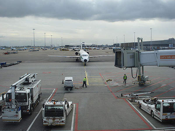 Amsterdam Airport Schiphol has six runways. Image courtesy of Bin im Garten.