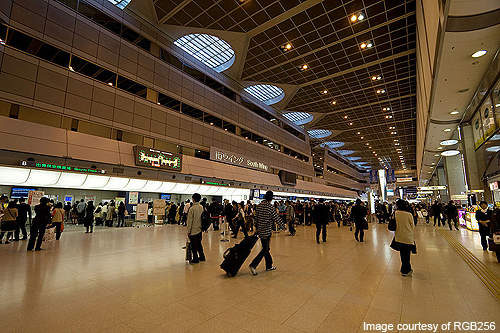 Ticketing concourse of Haneda Airport Terminal 1.