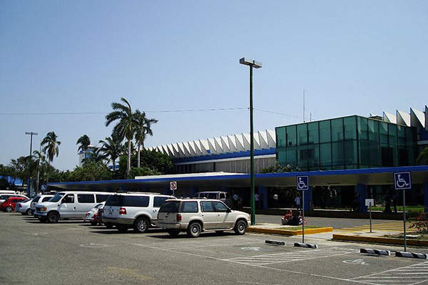 The parking area is located opposite to the passenger terminal building. Image courtesy of Mitrush.