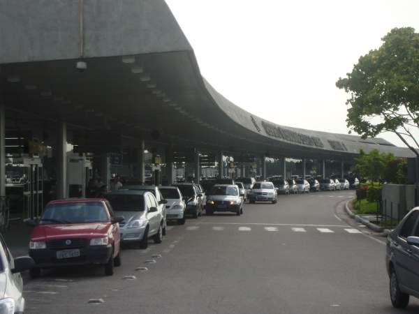 The airport has 662 parking spaces which include both short and long term spaces. Image courtesy of Veeway.