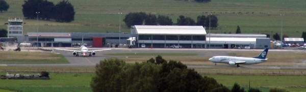 The Dunedin airport is the hub for Air Nelson, Air New Zealand, Mainland Air Services, Mount Cook and Pacific Blue. Image courtesy of Benchill.