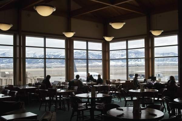 The Bozeman Yellowstone Terminal expansion project brought in many food, beverage and retail concessions to the terminal. Image courtesy of Jun Seita.
