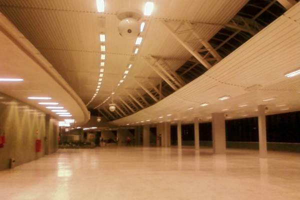 The existing passenger terminal at the airport covers an area of 53,950 square metres. Image courtesy of brewi.