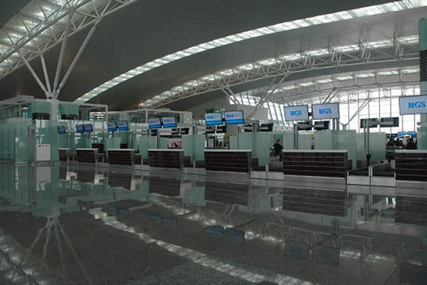 Terminal 2 at Noi Bai Airport features 96 check-in counters. Image courtesy of Airports Corporation of Vietnam.