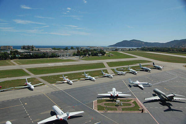 The airport has two runways and two helipads. Image courtesy of Aéroports de la Côte d'Azur.