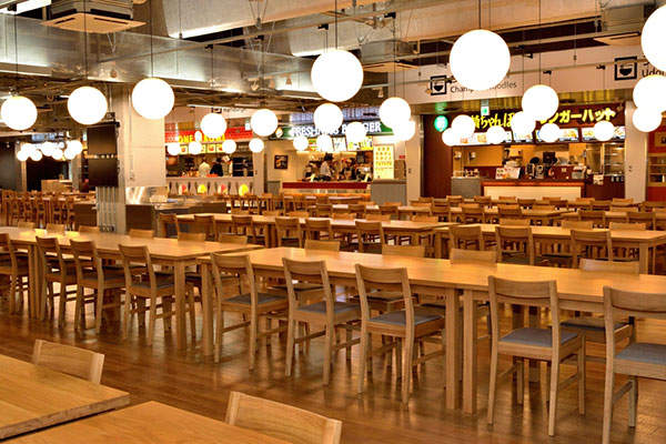 The food court at the second floor of the main building is the biggest at any airport in Japan. Image courtesy of Narita International Airport Corporation (NAA).