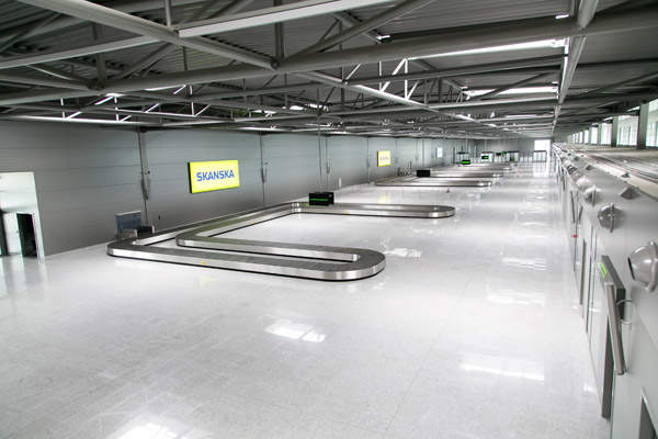 The baggage hall in the new terminal occupies half of the area.  Image courtesy of Skanska.