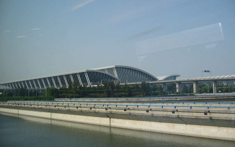 Pudong International Airport started operations in 1999. Image courtesy of Pedro Vásquez Colmenares.