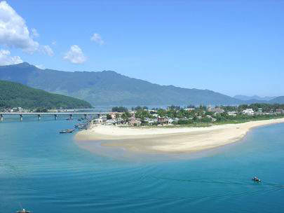 The airport will allow Danang to expand it's tourist economy.