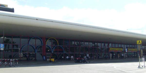 Faro International Airport handled 5,447,200 passengers in 2008.