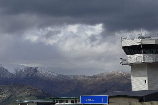 Control tower at the Queenstown Airport. Image courtesy of Paweł Drozd aka Drozdp.