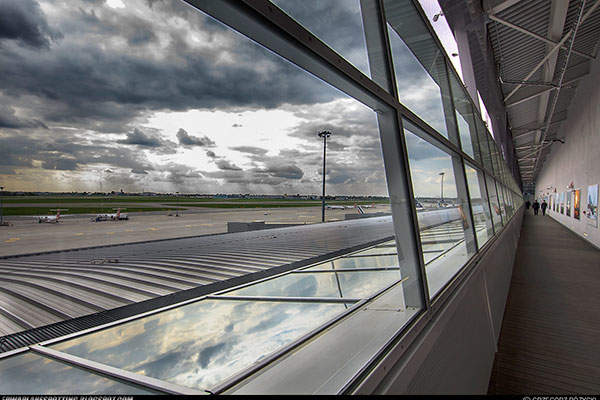 The new refurbished observation desk at Terminal A. Image: courtesy of Grzezgorz Różycki / Polish Airports.