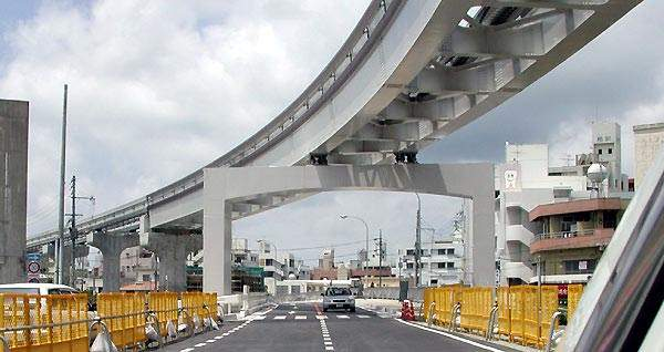 Supports for Naha Airport's monorail.