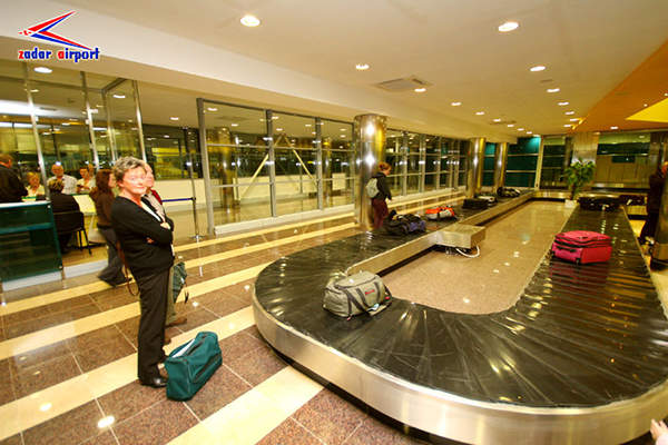 baggage conveyer belts
