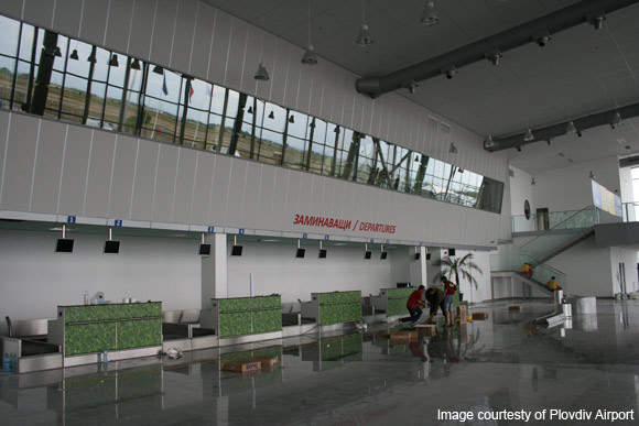 Check-in area. A total of ten check-in desks, are equipped with local departure control systems.