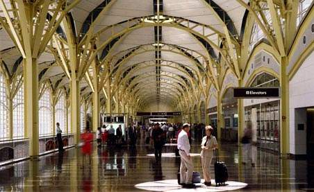 In Ronald Reagan Washington National Airport, which is effectively a national showpiece, the architectural look of the installation is particularly important.