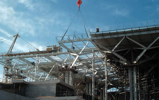 Construction of the Southern terminal showing the internal supports and the roof.