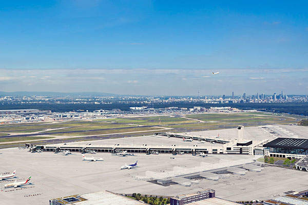 Aerial view of the new terminal with Frankfurt Skyline. Image: courtesy of Frankfurt Airport.