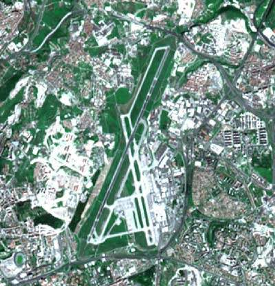 A study by ANA Aeroportos de Portugal and EUROCONTROL showed that the airport had overly complex ground circulation, two crossing runways (one with operational restrictions), no parallel taxiway running the full length of the runways, high runway occupancy and unsuitable runway exits.