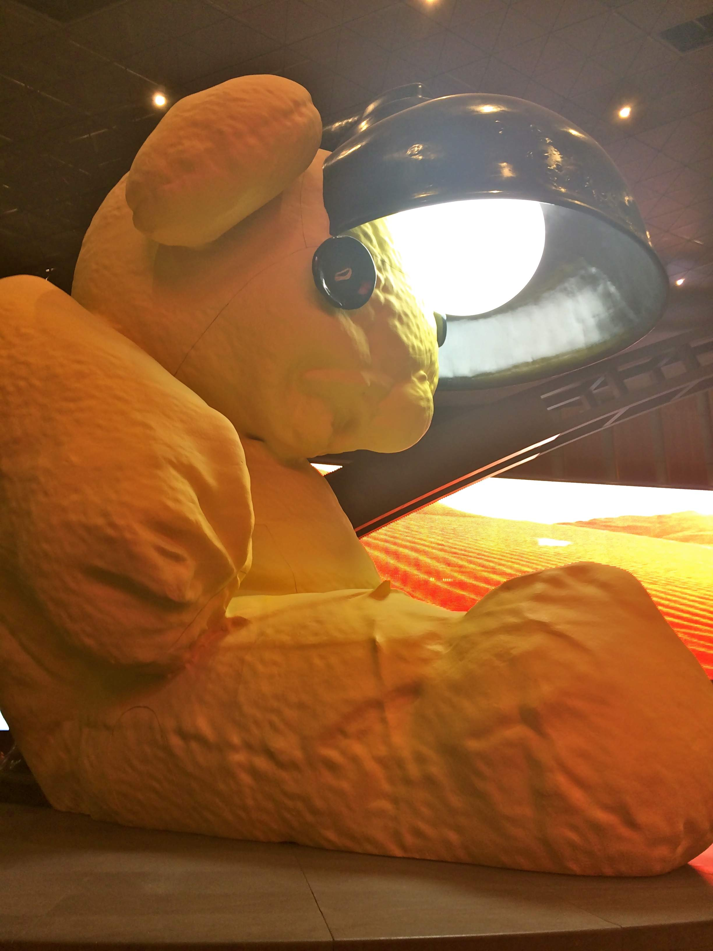 Hamad International Airport, Untitled (Lamp/Bear)