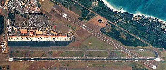 Aerial photograph of Kahului airport.