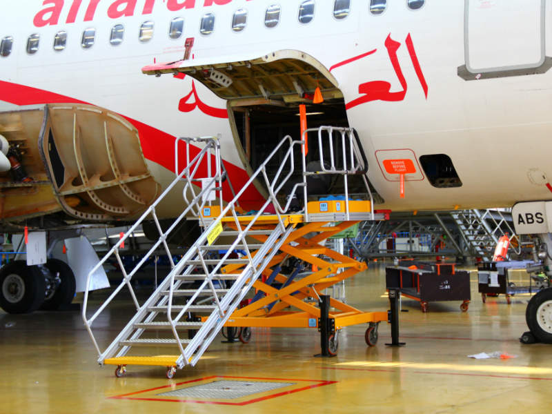 makro-aero-cargo-bay-stands-2