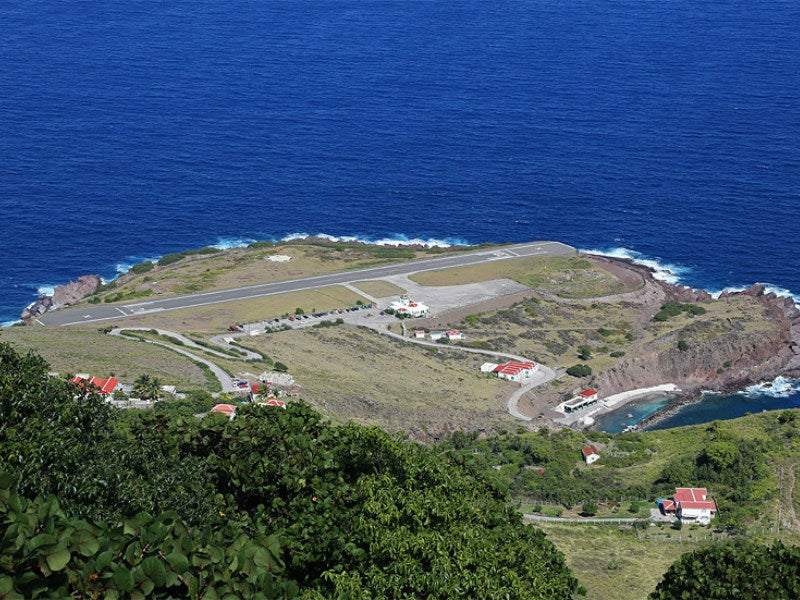 Juancho E Yrausquin world's shortest runway